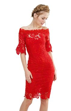 Rochia rosie din dantela pe care am ales-o astazi pentru tine va capta toate privirile petrecerii! Noi am gasit-o online la Asos, acolo unde gasim mereu rochii superbe.