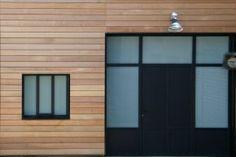 Porte fenêtre avec verre opalescent, menuiserie acier Fine Line avec thermolaquage