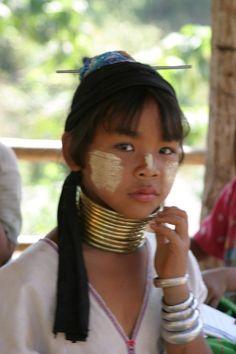 Femme girafe Karens en Thaïlande