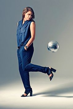 Ramona Bachmann (Suisse, FW) Mia Hamm, Never Look Back, Sports Women, Little Girls, Athlete, Overalls, Angels, Take That, Pants