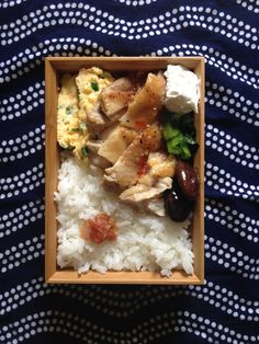 like the fabric underneath the Japanese box lunch, Bento お弁当