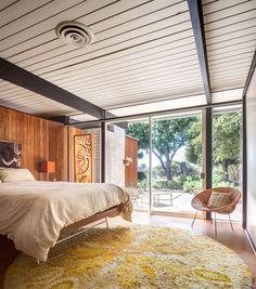 Mid Century Bar Stools, Mid Century House, Mid Century Modern Houses, Mid Century Modern Furniture, Midcentury Modern House Plans, Open Plan Living, Interior Exterior, Interior Modern, Simple House