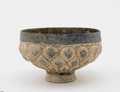 Footed bowl, Kashan, Iran, 13th century