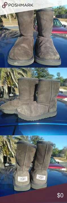 Ugg boots These boots will need to be clean. Lots of dirt around the top of both boots. Structurally in good condition. Size 3. If you have any questions please contact me before you buy UGG Shoes Boots