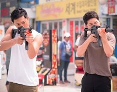 Jin Goo and Song Joong-ki Seo Dae-young and Yoo Shi-jin Descendants of the sun Korean Celebrities, Korean Actors, Korean Dramas, Seo Dae Young, Desendents Of The Sun, Descendants Of The Sun Wallpaper, Kdrama, Song Joon Ki, Sun Song