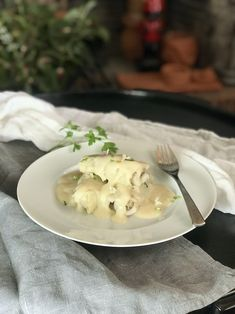 Ένα από τα εκπληκτικά χειμωνιάτικα πιάτα της ελληνικής κουζίνας, με αυθεντικό γκουρμέ χαρακτήρα και περισσή άποψη. Μαγικοί και γιορτινοί λαχανοντολμάδες με κιμά και βελούδινη, κρεμώδη σάλτσα. Eggs, Breakfast, Food, Morning Coffee, Essen, Egg, Meals, Yemek, Egg As Food