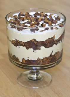 On My Menu: Peanut Butter Cup Trifle Dessert Trifle Dish, Pudding Desserts, Köstliche Desserts, Dessert Recipes, Parfait Recipes, Layered Desserts, Frozen Desserts, Mousse, Peanut Butter Cups