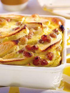 Sofficissimo e davvero delizioso, il Clafoutis di mela e uvetta è un dolce al forno della tradizione gastronomica francese. Intramontabile! #clafoutisdimela