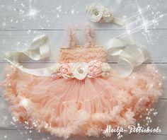 baby feestjurk pettidress peach  by meetje pettiskirts  prachtige baby jurken, jurken voor meisjes. De luxe feestjurk. Ook geweldig voor de kerst of feestdagen.