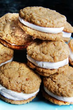 16 Copycat Recipes for Your Favorite Junk Foods via Brit + Co Oatmeal Cream Cookies, Oatmeal Creme Pie, Köstliche Desserts, Delicious Desserts, Yummy Food, Yummy Snacks, Healthy Food, Cookie Recipes, Snack Recipes