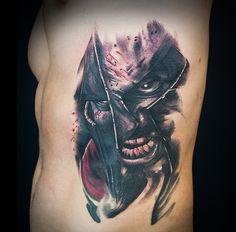 Cover up en las costillas, dibujado a mano sobre la piel. De Yarda Deepink Artgallery, en ZUK Tattoo Piercing de Lleida. — en ZUK Tattoo Piercing.