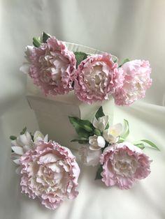 Свадебный комплект : ободок, зажим для прически и бутоньерка с нежными пионами и фрезией. Все цветы слеплены вручную из японской полимерной глины.