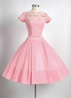 Seymour Jacobson Pink Gingham Dress with Unique Crisscross Bow Design Vintage 1950s Dresses, Vestidos Vintage, Retro Dress, Vintage Outfits, Vintage Clothing, Retro Mode, Vintage Mode, Vintage Pink, Vintage Style