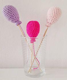 Een gratis Nederlands haakpatroon van ballonnen. Wil jij ook feestelijke ballonnen haken? Lees dan snel verder over het haakpatroon van de ballon!