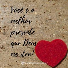 O verdadeiro amor é o maior presente que podemos receber de Deus, por isso agradeça todos os dias! Romantic Quotes, Love Quotes, First Love, My Love, Secret Love, Geek Stuff, Romance, Vida Real, Pints