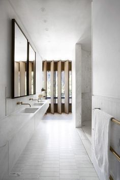 nice Sculptural facade directs daylight into Smart Design Studio& house. Minimal Bathroom, Modern Bathroom, Brass Bathroom, Small Bathroom, Budget Bathroom, Bathroom Fixtures, Vanity Bathroom, Bathroom Ideas, Concrete Bathroom