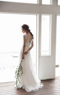 Choole/Nuance/Vネックリバースドレス/リバーレースのVネックが程よく甘くきれいめに着れるドレスです。異素材をレイヤードしたフレアースカートでウエスト周りがスッキリ見えます。 Up Styles, Hair Styles, Japan Image, Wedding Girl, Wedding Flowers, Wedding Dresses, Bridal Hair, One Shoulder Wedding Dress, Wedding Hairstyles