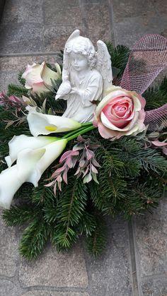Arrangements Funéraires, Funeral Floral Arrangements, Creative Flower Arrangements, Arte Floral, Deco Floral, Cemetary Decorations, Log Decor, Garden Workshops, Cemetery Flowers