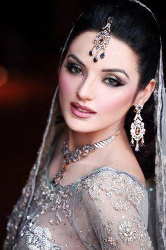Pakistani bride, makeup, bridal jewelry Model: Sadia Khan