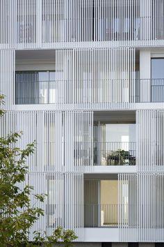 Using movable solar panels on building facades as shutters how to les jardins et villas du mail legendre immobilier fandeluxe Image collections