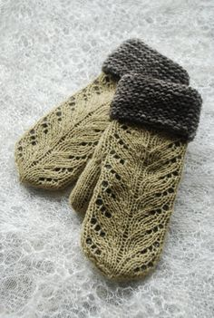 Undiin by Kristi Everst. Beautiful color combo for winter Knitted Mittens Pattern, Loom Knitting Patterns, Knit Mittens, Knitted Gloves, Knitting Tutorials, Hat Patterns, Stitch Patterns, Crochet Patterns, Knit Baby Sweaters
