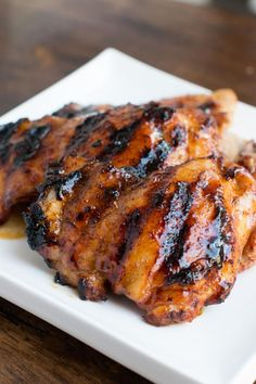 Sticky Honey Lime Grilled Chicken [+ Video] - Oh Sweet Basil The absolute best grilled chicken we've ever had is our sticky honey lime grilled chicken. It's honey, lime juice, seasonings and chicken thighs! Grilling Recipes, Cooking Recipes, Grilling Ideas, Honey Lime Chicken, Basil Chicken, Glazed Chicken, Smoked Chicken, Pepper Chicken, Keto Chicken