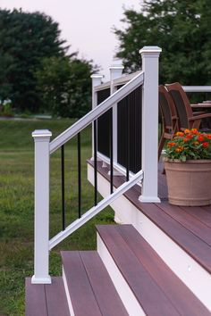 This Horizon Railing along with Fiberon Symmetry Decking, shown in Cinnabar, are stylish and easy to maintain. #CompositeRailing