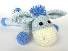 Der kleine Esel will unbedingt von Dir nachgehäkelt werden. Tu ihm doch den Gefallen   häkle ganz einfach jetzt los mit dem Ebook   hübscher Wolle.
