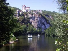 Walking trip along Cele River beginning at Cahors, France