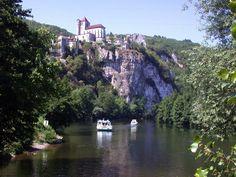 Walking trip along Cele River beginning at Cahors, France