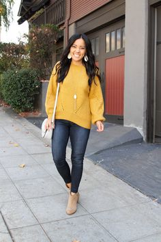 Style Help for the Everyday Woman Everyday Casual Outfits, Casual Work Outfits, Pretty Outfits, Cute Outfits, Pretty Clothes, Yellow Sweater Outfit, Baby Blue Sweater, Sweater Outfits, Fall Winter Outfits