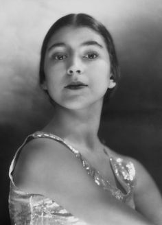 Margot Fonteyn - 1935 - She is widely regarded as one of the greatest classical ballet dancers of all time - Photo by E. Margot Fonteyn, Anna Pavlova, National Gallery, National Portrait Gallery, Harlem Renaissance, Pablo Picasso, Philippe Soupault, Ballet Russe, Rudolf Nureyev