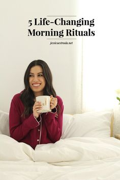 5 Life-Changing Morning Rituals | I'm sharing my step-by-step morning routine that helps me kick off my day off right. Click through to read the full post + download a FREE printable filled with my favorite morning affirmations for self-love, success, and manifesting your big dreams.