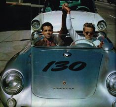 Dean y Rolf Wuetherich James Dean Car, James Dean Pictures, Porsche 550, He Makes Me Happy, Jimmy Dean, Actor James, Old Hollywood Stars, Bradley Cooper, Rare Photos