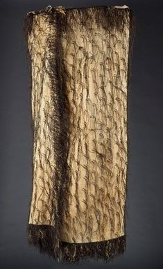 Korowai (cloak with decorative tassels), 1800 s, New Zealand. Gift of Alexander Turnbull, Te Papa E Textiles, Textile Patterns, New Zealand Flax, Polynesian People, Flax Weaving, Maori Designs, Geometric Fashion, Maori Art, Textile Texture