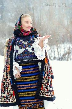 11 Traditional Ethnic Clothes Around the World : Romanian Folk Costume Ethnic Outfits, Ethnic Dress, Colourful Outfits, Ethnic Clothes, Folk Fashion, Ethnic Fashion, Style Fashion, Fashion Outfits, Traditional Fashion