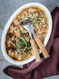 Kycklinggratäng, en enkel vardagsrätt | Blomster&Bakverk Parmesan, Hummus, Curry, Ethnic Recipes, Food, Tips, Table, Instagram, Curries
