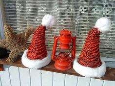 čiapky I don't know who created these hats, but found them lovely! Christmas Love, Winter Christmas, Christmas Ornaments, Holiday Crafts, Holiday Decor, Paper Weaving, Newspaper Crafts, Paper Basket, Basket Weaving