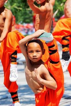 WE NEED TRAINING FROM A YOUNG AGE LIKE THIS IN THE U.S. OF A  KungFu/WuShu 少林功夫 Young Shaolin monk