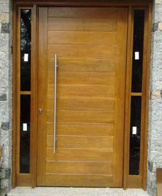 Porta pivotante de madeira maciça com portal duplo lateral com vidro fumê