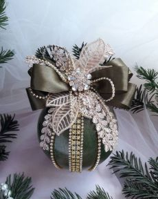 1 million+ Stunning Free Images to Use Anywhere Shabby Chic Christmas Ornaments, Diy Christmas Ornaments, Homemade Christmas, Christmas Tree Decorations, Felt Christmas, Ornament Crafts, Christmas Projects, Holiday Crafts, Fabric Ornaments
