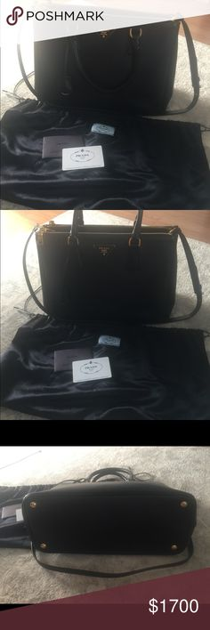 PRADA Saffiano bag ❣️ In a great condition! No damages! Comes with dust bag and authenticity card. Feel free to ask questions❣️😊 Prada Bags
