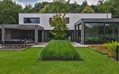 Favourite Front and Back Small Yard Garden Design Ideas Modern Landscaping, Garden Landscaping, Casa San Sebastian, Pergola, Modern Garden Design, Backyard, Patio, Pool Houses, House Goals