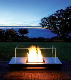 Here's the latest eco-friendly ethanol fireplace from Radius Design - Uni Flame. It burns with bio ethanol - no smoke - no particles - no chimney. Outdoor Fire, Indoor Outdoor, Outdoor Living, Outdoor Table Tops, Outdoor Spaces, Foyers, Bio Ethanol, Bioethanol Fireplace, Fireplaces