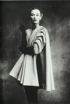 Cristobal Balenciaga, Lisa Fonssagrives-Penn, 1950. Photo: Irving Penn/Conde Nast Archives.