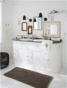Zum Wohlfühlen! Toller Waschtisch mit 4 Türen und jeder Menge Stauraum.