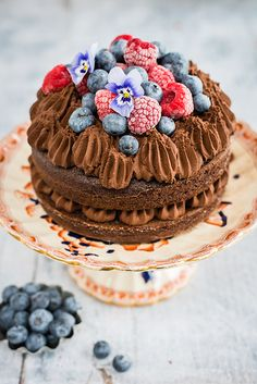 Vegan chocolate mousse cake – no one will guess this cake is dairy and egg free. Or that the mousse consists of only two ingredients.