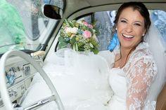#fotoelvey #swisswedding #schweizerhochzeit #swissweddings #swissweddingphotographer #switzerland #destinationwedding #hochzeit #schweiz #vw #beetle #volkswagen #weddingcar #weddingtransport