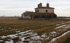 Arquitectura vinculada con los arrozales. Casa dels Catalans. Una de las viviendas típicas que se encuentran en la Albufera. / | Las Provincias