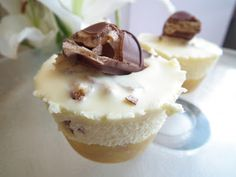 Sugabuttacream: Mini Kinder Bueno White Chocolate Cheesecakes